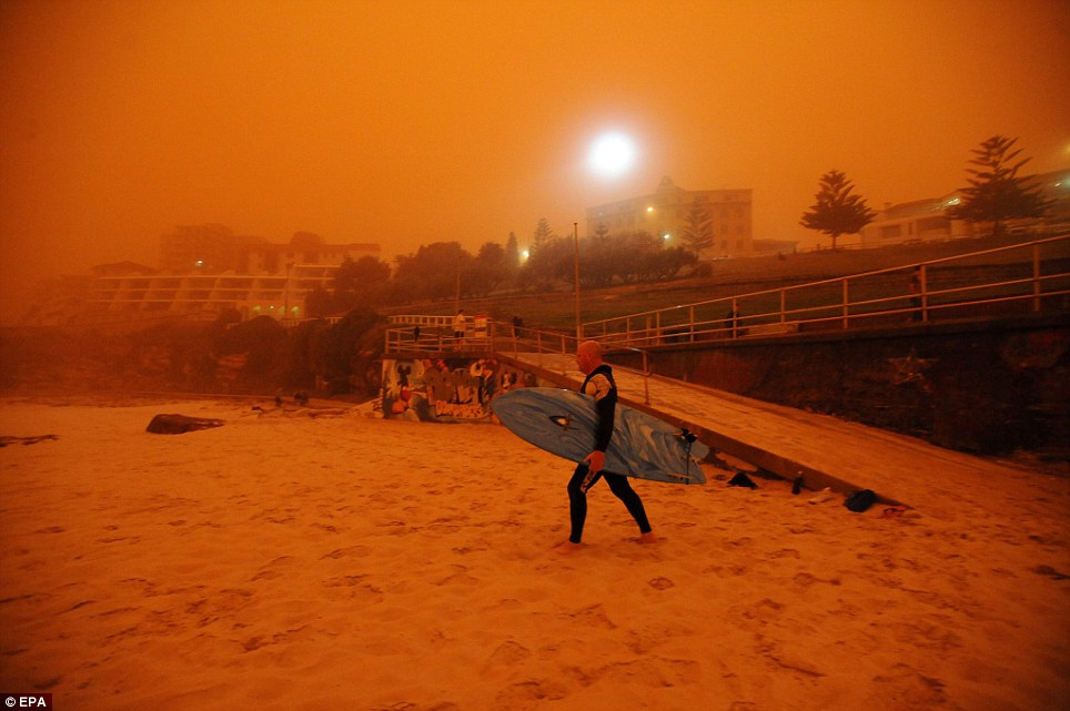 image from Huge dust storm in Sidney